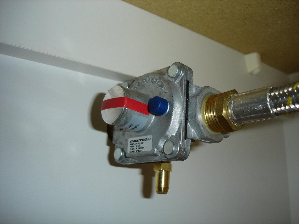Natural gas appliance regulator